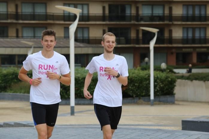 Vrienden lopen kustlijn af tegen borstkanker