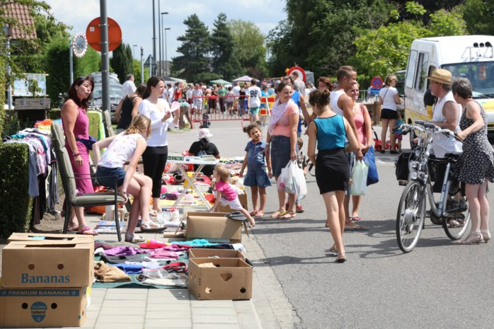 Rommelmarkt in de Dorpsstraat