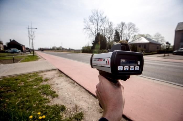 96 automobilisten rijden te snel tijdens politiecontrole