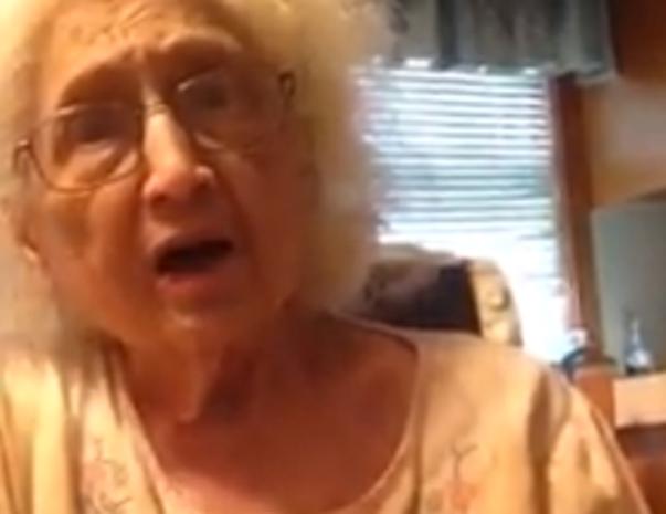 Hilarisch kruisverhoor oma voor lesbische kleindochter