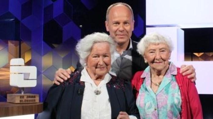 Twee honderdjarige dames spelen tegen elkaar in Blokken