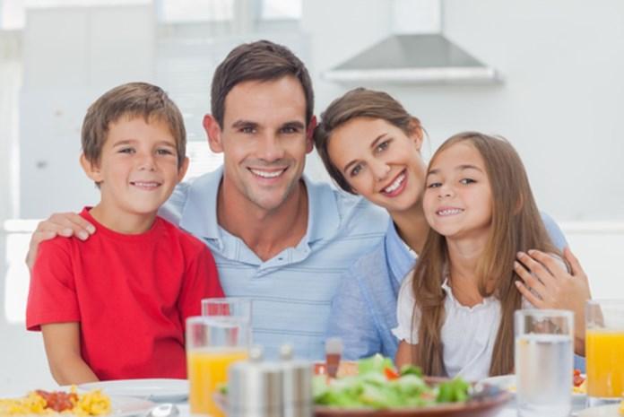 Daarom is samen eten goed voor je kroost