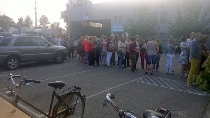 Studenten schuiven aan bij kringwinkel