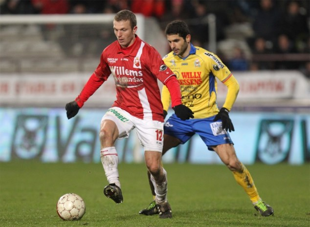 Thomas Chatelle bergt voetbalschoenen op