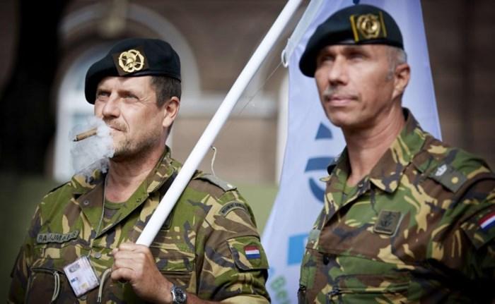 'Nederlandse militairen reizen beter niet in uniform met openbaar vervoer'