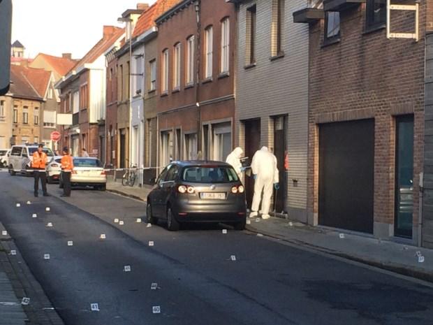 16-jarige steekt vader en oom neer in Tielt