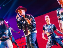 Late Pharrell Williams maakt Sportpaleis toch nog 'happy'