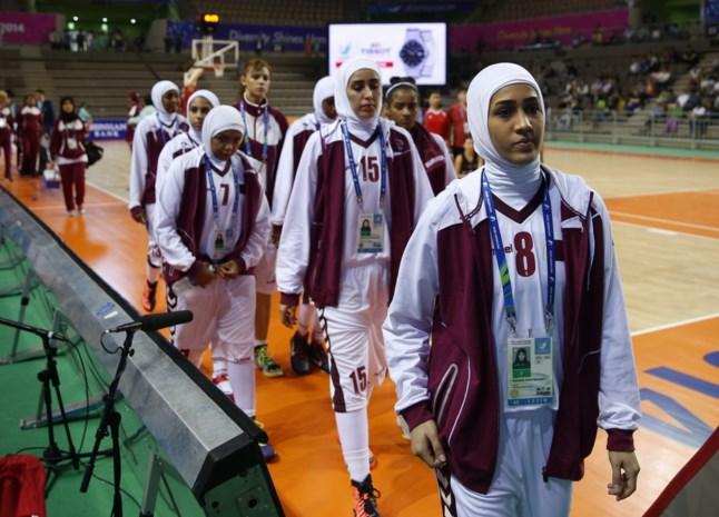 Qatarese basketsters stappen op na verbod op hoofddoek