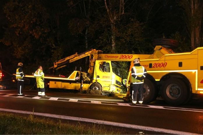 Takelwagen zelf getakeld na ongeval