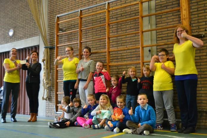 Dansschool schenkt mobiliteitscheque aan Klavertje Vier