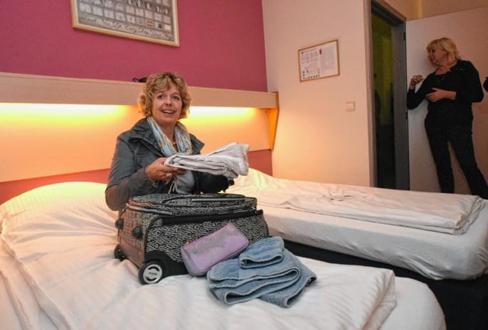OCMW-voorzitter Katrien Schryvers logeert in crisisopvangcentrum