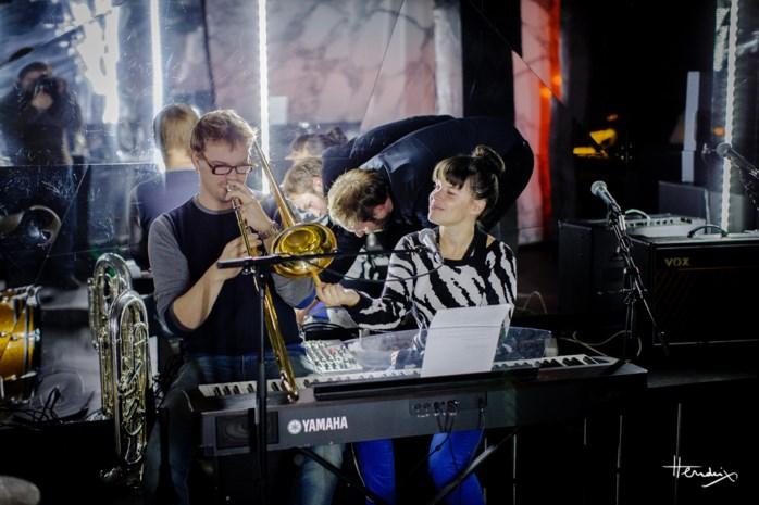 Lady Linn solo en akoestisch op Sint-Andries