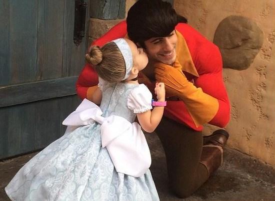 Deze moeder verrast haar dochtertje met zelfgemaakte Disneykostuums