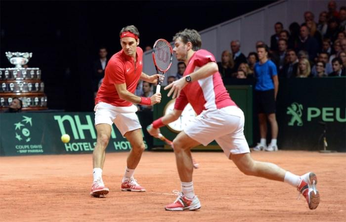 Federer en Wawrinka brengen Zwitserland op één punt van eerste Davis Cup