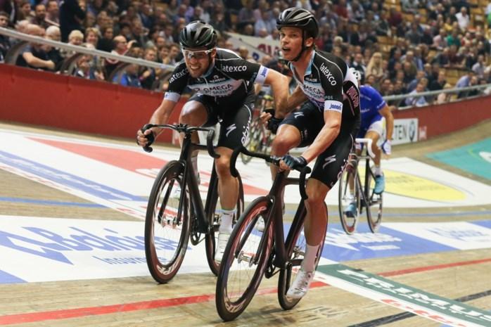 Iljo Keisse en Mark Cavendish leiden halfweg vijfde nacht