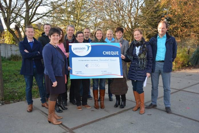 Janssen Pharma schenkt 2500 euro aan Basisschool Mozawiek