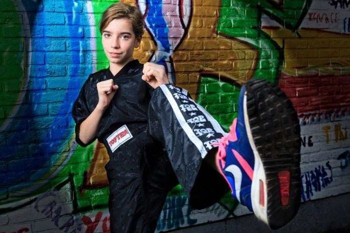 Dertienjarige kroont zich tot beste jeugdkickboxer van haar leeftijd