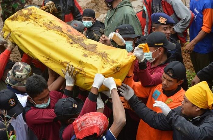 Al 42 doden bij aardverschuiving in Indonesië