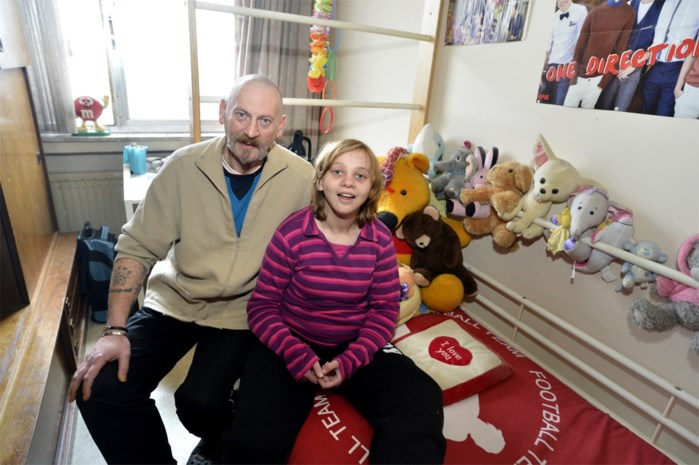 Vader in hongerstaking om zwaar autistische dochter te helpen