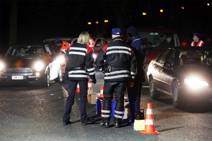 Drukke spits op snelwegen, lokaal grote verkeershinder door politiecontroles