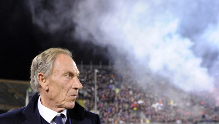 Cagliari zet coach Zdenek Zeman op de keien