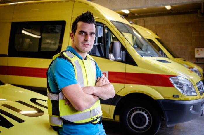 Ambulancepersoneel krijgt kogel- en steekwerende vesten