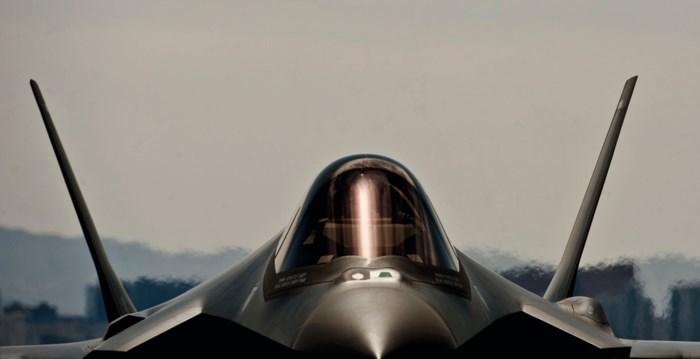 'Prijskaartje opvolger F-16 loopt in miljarden en mening parlement wordt niet gevraagd'