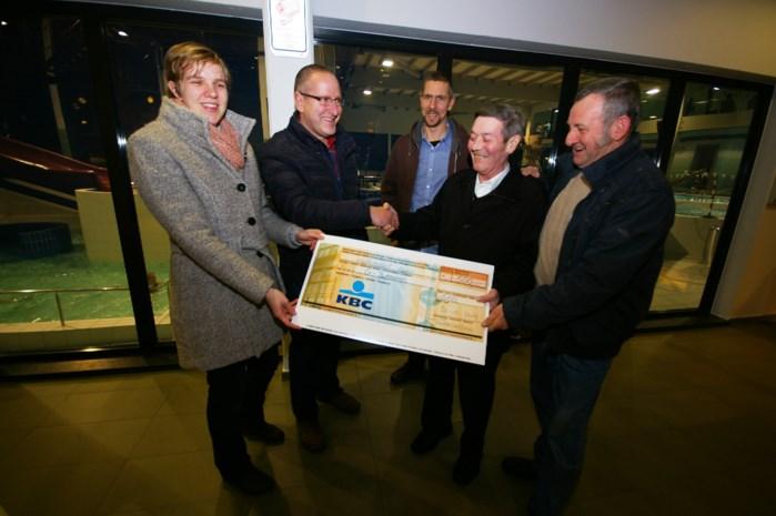 Kerstrun tractoren schenkt 500 euro aan G sporters