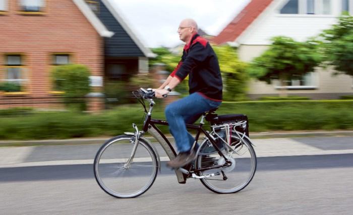 Politie zet aanval in tegen snelheidsduivels op elektrische fietsen