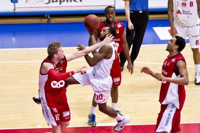 SCOOORE! LEAGUE. Luik verrast Antwerp Giants