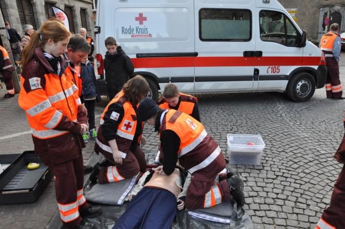 Rode Kruis biedt gratis EHBO-opleidingen aan kwetsbare jongeren en jeugdbewegingen