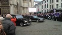 Honderden mensen geven Rik Coppens laatste staande ovatie