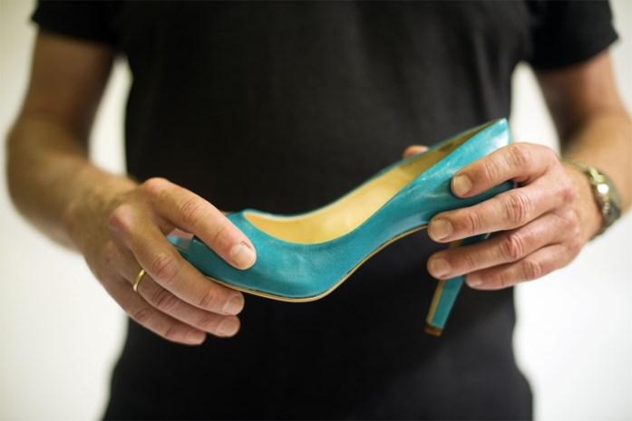 Dieven stelen 58 paar schoenen tijdens levering