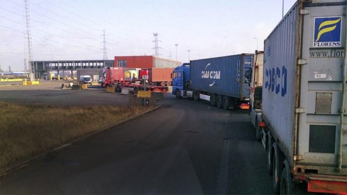 Truckers klagen over forse wachttijden aan Deurganckdok