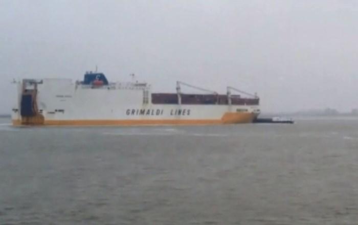 VIDEO. Autoschip botst met tanker op Schelde