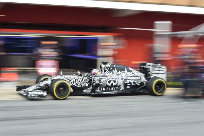 Ricciardo (Red Bull) is op dreef in Barcelona