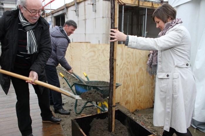 Bewoners planten eerste boom in Poort van Berlaar