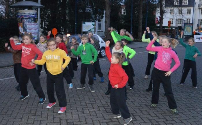 DansAteljee brengt tiende show in AED Studio's te Lint