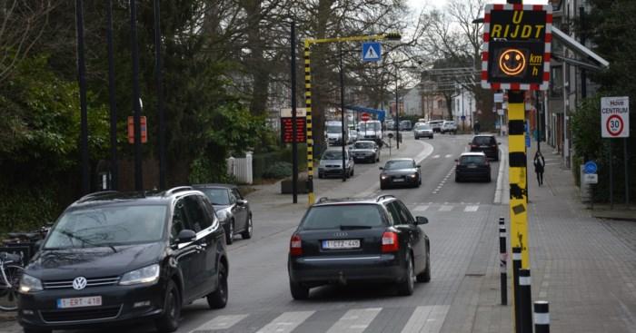 Gemeentebestuur plaatst snelheidsborden met smileys