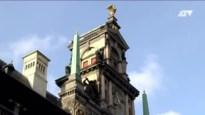Wat bevindt er zich op de derde verdieping van het jarige stadhuis?