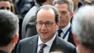 Franse president Hollande kondigt nieuwe besparingen aan