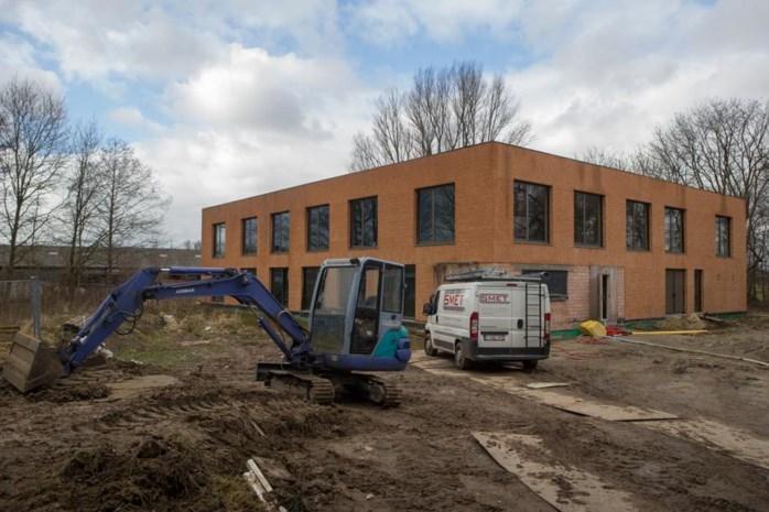 Werkzaamheden nieuwe school na onderbreking van anderhalf jaar opgestart