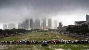 Singaporezen trotseren regen om afscheid te nemen van eerste premier