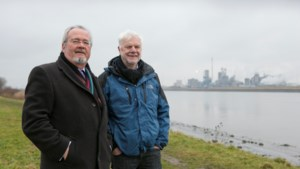 Met Marc Van Peel en Guy Lauwers al grappend door Linkeroever