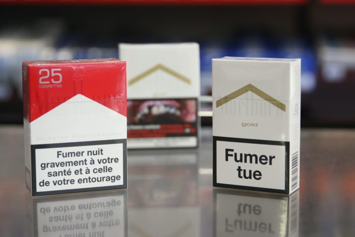 Geen kleurige sigarettenpakjes en graatmagere modellen meer in Frankrijk
