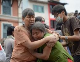 Al bijna 4.000 doden geteld in Nepal, B-Fast mogelijk pas woensdag ter plaatse