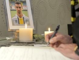 Fans van Lokeren tekenen massaal rouwregister Gregory Mertens
