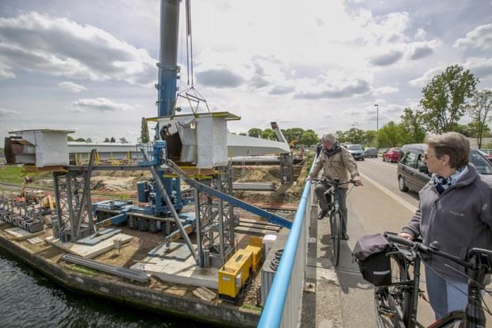 Nieuwe brug over Albertkanaal wordt zondag gelegd