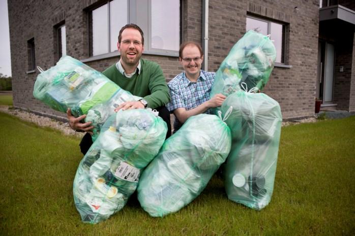 Raadsleden sparen jaar lang zakken plastic