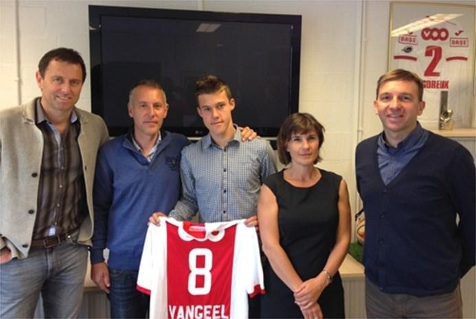 Standard geeft middenvelder Cédric Vangeel eerste profcontract